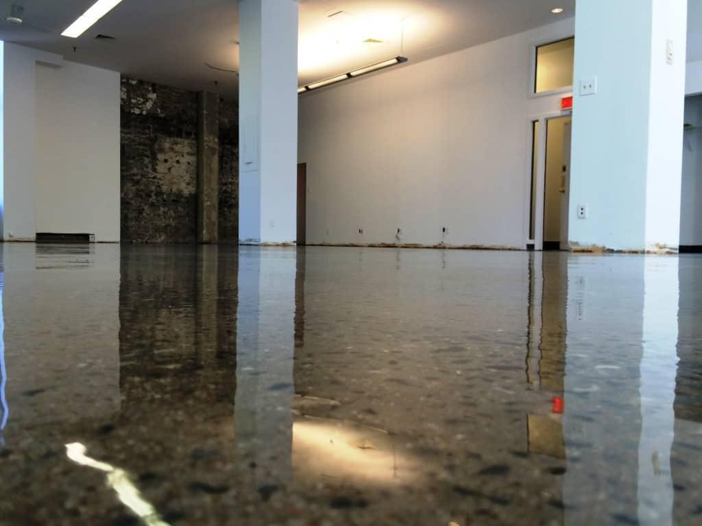 R alisations b ton surface plancher garage for Plancher salle de bain sous sol