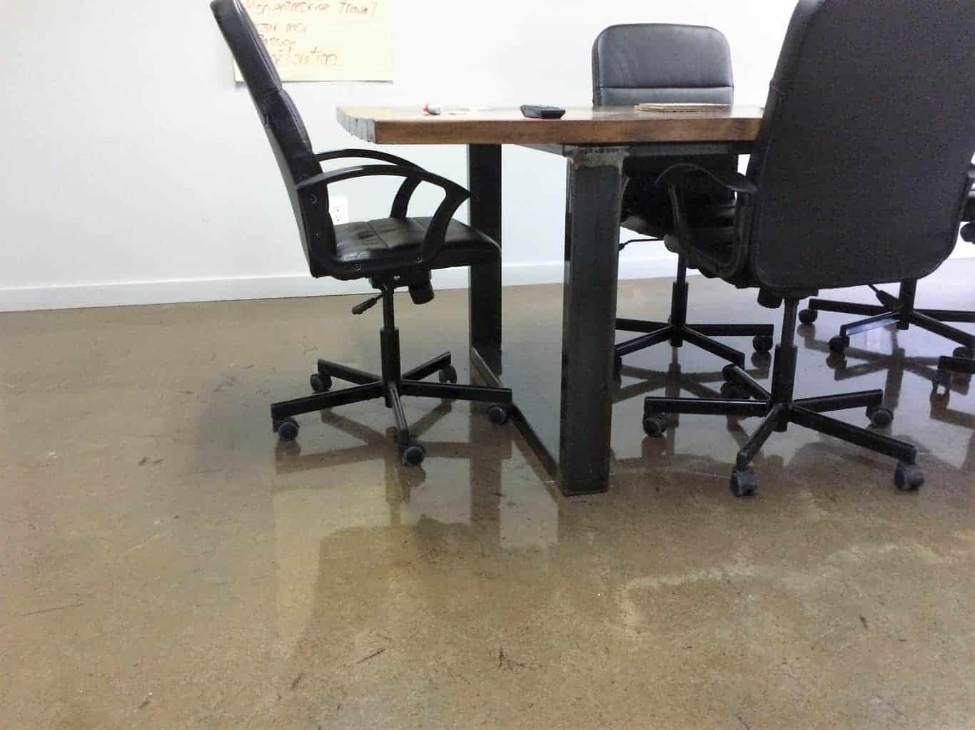 Plancher de bureau r sidentiel et commercial b ton surface for Surface de bureau