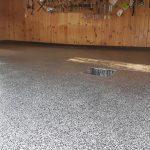 Garage en polyuréa avec flocons Béton Surface Estrie
