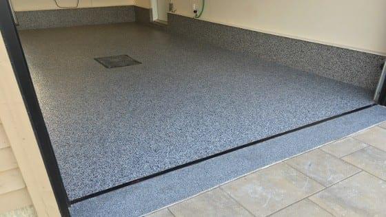 comment bien agencer la couleur de son plancher de garage b ton surface. Black Bedroom Furniture Sets. Home Design Ideas