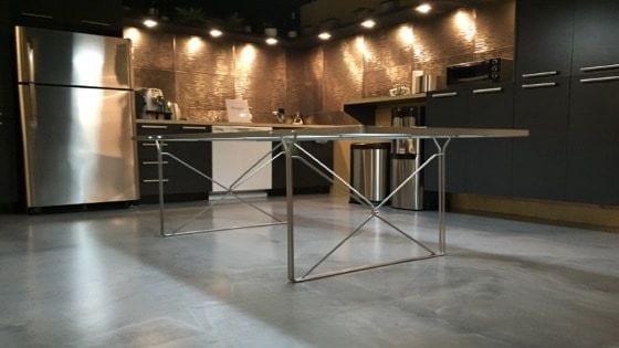 quels sont les avantages d un plancher en poxy dans votre maison b ton surface. Black Bedroom Furniture Sets. Home Design Ideas