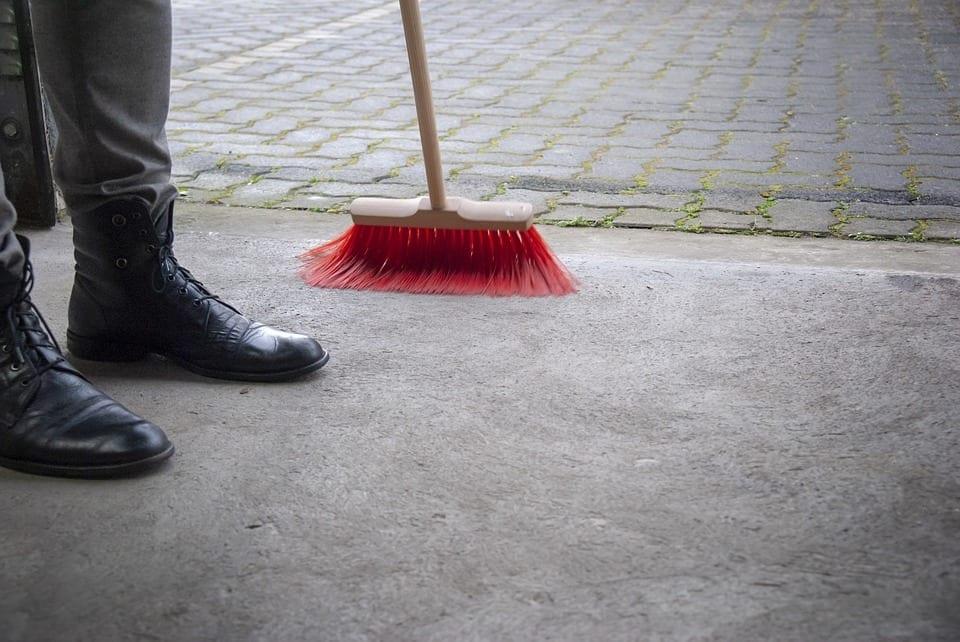 Conseils pour l'automne : comment bien nettoyer votre garage